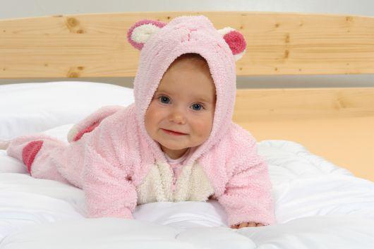 Letní dětská přikrývka a polštářek do postýlky bílá